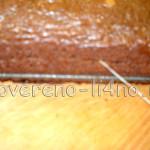 Разрезаем корж при помощи нити