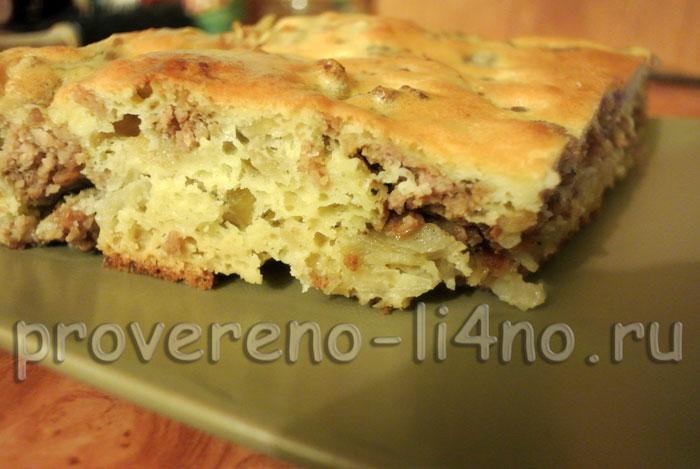 Бисквитный пирог с картошкой и мясным
