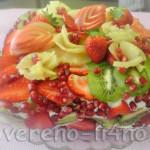biskvitnyi tort s fruktami